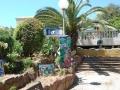 schilderij in tuin van Villa Thalassa