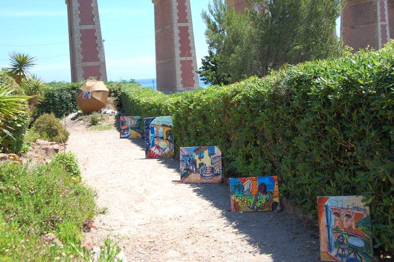 de tuin expositie bij Villa Thalassa Antheor Plage