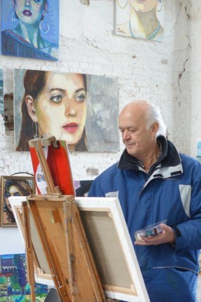 De kunstenaar aan het werk